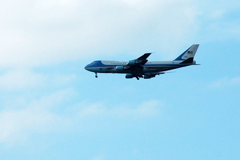 Air Force One mit President Obama